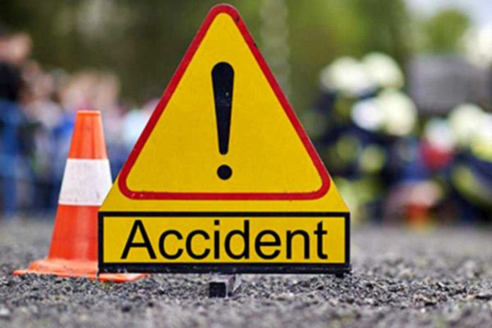 Doi șoferi, răniți într-un accident rutier la Peșteana