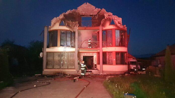 Gorj: Locuințe incendiate la Scoarța