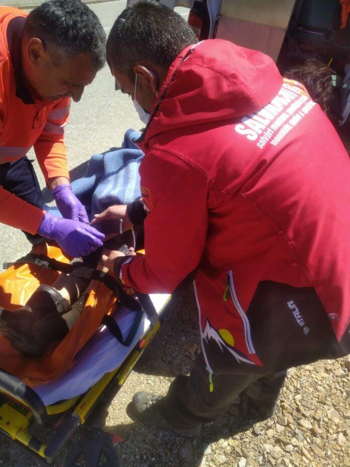 O femeie a căzut într-o râpă de peste 100 de metri, la Rânca