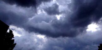 Cod portocaliu de ploi torenţiale, vijelie şi grindină pentru localităţi din Oltenia
