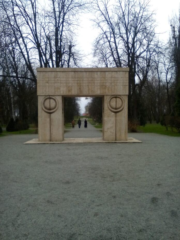 """Ansamblul """"Calea eroilor"""" al lui Brâncuși, amânat de la includerea în patrimoniul UNESCO"""